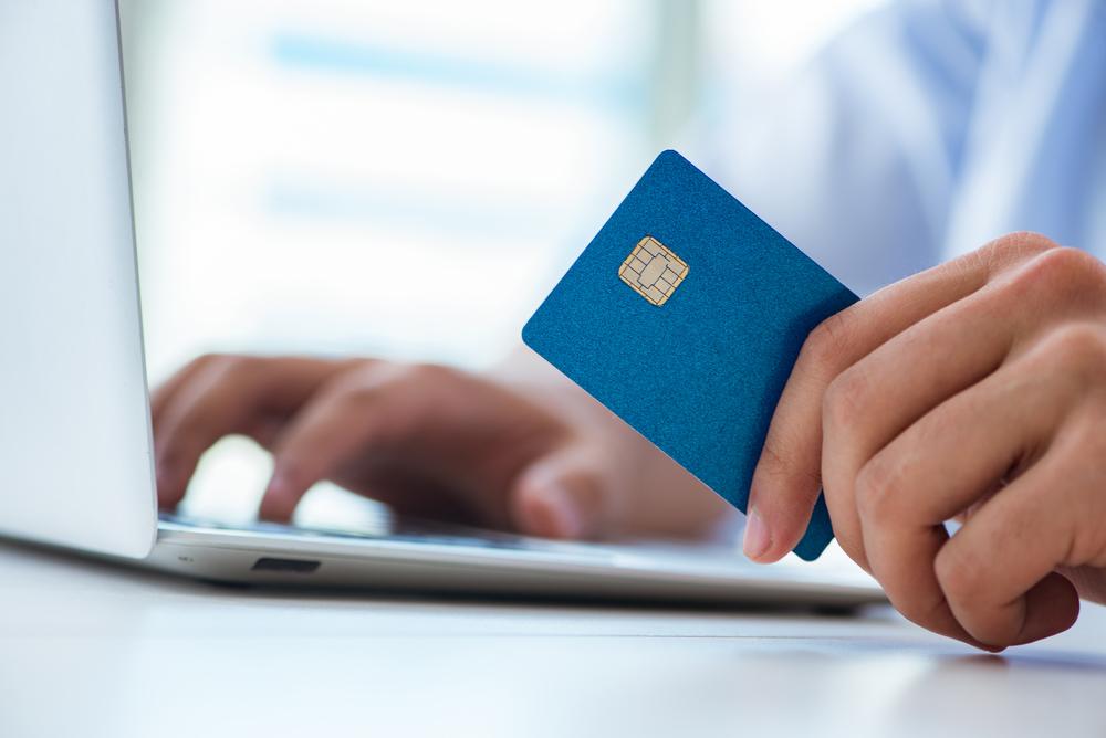 Альфа-Банк начнет выпускать карты без реквизитов