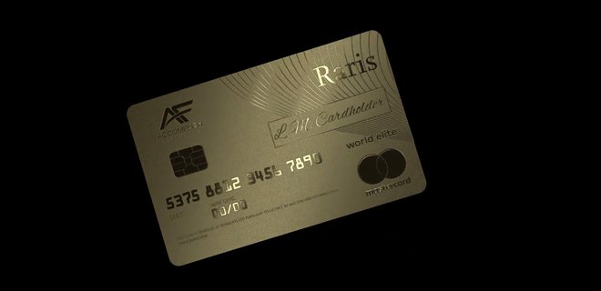 В Англии выпустили первую в мире платежную карту из золота: фото