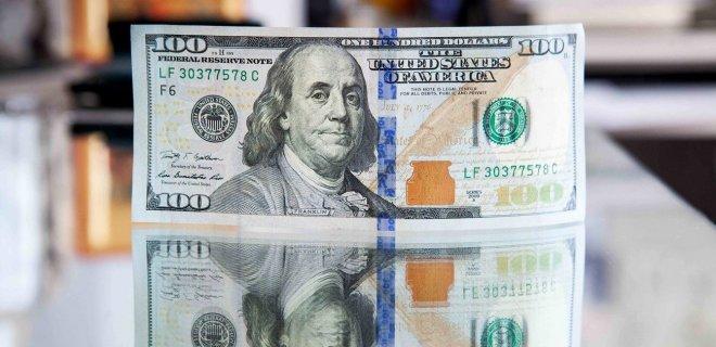 НБУ вчетверо сократил выкуп валюты на межбанке - Фото