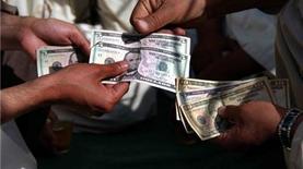 Непопулярный доллар. Почему украинцы избавляются от валюты