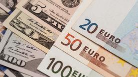 Чистая продажа валюты населением в марте резко выросла