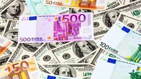 Наличный доллар подешевел на 10 копеек, наличный евро - на 25