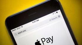 ПриватБанк и Ощадбанк пытаются первыми запустить Apple Pay - СМИ