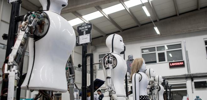 Швейцарский банк заменил семерых сотрудников роботами